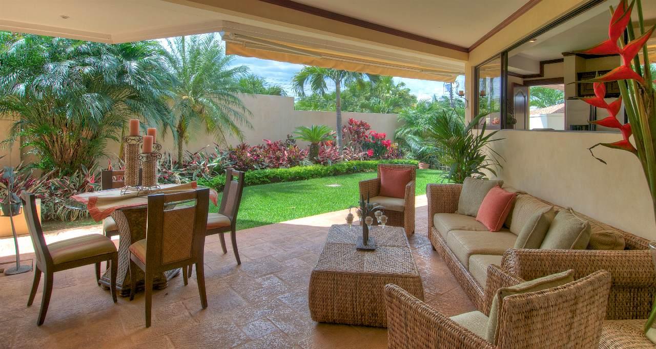 Hermosa casa en venta ubicada alajuela en residencial for Vivero casa jardin